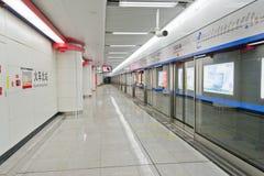 Chengdu, Porzellan: leere Untergrundbahn Stockbild