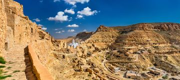 Chenini全景,一个被加强的巴巴里人村庄在南突尼斯 库存图片