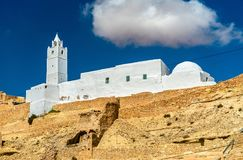 Chenini的清真寺,一个被加强的巴巴里人村庄在南突尼斯 库存图片