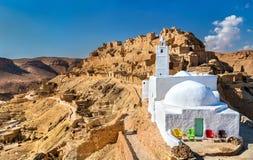 Chenini的清真寺,一个被加强的巴巴里人村庄在南突尼斯 免版税库存图片