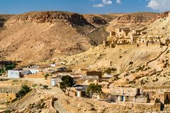 Chenini看法,一个被加强的巴巴里人村庄在南突尼斯 库存图片