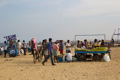 CHENNAI, tamil nadu INDIA, APR, - 28: Piaska bulwar na dniu powszednim przy APR 28, 2014 w Chennai, tamil nadu, India Fotografia Stock