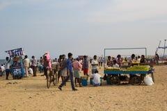 CHENNAI, TAMIL NADU, INDIA - APRIL 28: Zanddijk op een weekdag bij april 28, 2014 in Chennai, Tamil Nadu, India Stock Fotografie