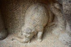 Chennai, Tamilnadu - Inde - 9 septembre 2018 : La roche a coupé la représentation de sculptures des éléphants images libres de droits