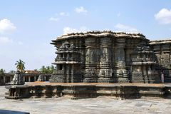 Chennakeshava świątynny kompleks, Belur, Karnataka Ogólny widok od Kalyan Mandapa przy Południowym zachodem obraz stock