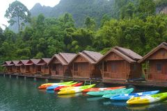 Cheo Lan en parc de Khao Sok National, Thaïlande Images stock