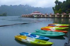 Cheo Lan i Khao Sok National parkerar, Thailand Royaltyfri Bild
