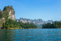 Cheo Lan-meer in het nationale park van Khao Sok stock afbeelding