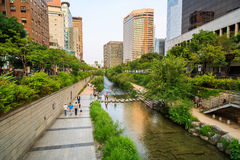Cheonggyecheon-Strom Stockbilder