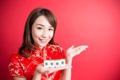 Cheongsam d'usage de femme de beauté Photos stock