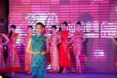 Cheongsam de show-vijftig-eerste Misser International Jiangxi-wedstrijd Stock Fotografie