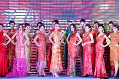 Cheongsam de show-vijftig-eerste Misser International Jiangxi-wedstrijd Royalty-vrije Stock Afbeeldingen
