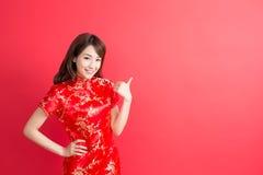 Cheongsam för skönhetkvinnakläder Royaltyfri Bild
