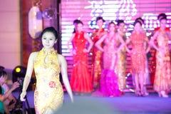 Cheongsam przedstawienia pierwszy chybienie Jiangxi Międzynarodowy konkurs Zdjęcia Royalty Free