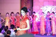 Cheongsam-Show-D fünfzig-erster Wettbewerb Fräuleins International Jiangxi lizenzfreies stockfoto