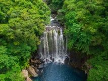 Cheonjeyeon瀑布鸟瞰图在济州海岛,韩国上的 免版税库存照片