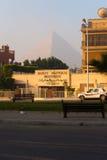 cheops埃及空的吉萨棉阴霾金字塔烟雾 图库摄影