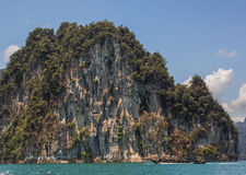 Cheow Lan水坝Ratchaprapha水坝的, Khao Sok国家公园,泰国美丽的湖 免版税库存图片