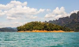 Cheow Lan湖, Khao Sok国家公园,泰国 免版税库存照片
