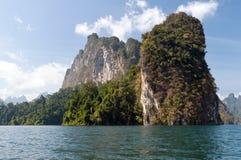 Cheow Lan Lake of Rajjaprabha-Damreservoir, Thailand Stock Afbeeldingen