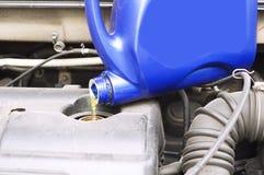 Chequeo automotriz del motor del nivel de aceite del mantenimiento foto de archivo