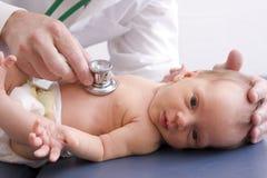 Chequeo del bebé Imagen de archivo libre de regalías