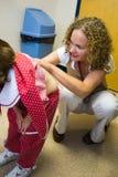 Chequeo del niño en el doctor Office Foto de archivo libre de regalías