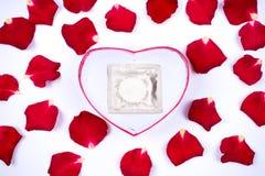 Cher amour, roses, occasions spéciales, avec des préservatifs, fond Photos libres de droits