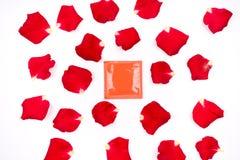 Cher amour, roses, occasions spéciales, avec des préservatifs, fond Image stock