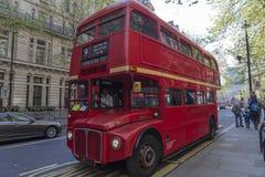Cher vieil autobus rouge Photos libres de droits