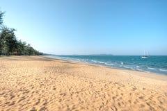 Cherating海滩,关丹,马来西亚 免版税库存照片