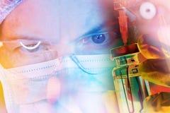 Chercheur de la science de pharmacologie travaillant dans le laboratoire images libres de droits