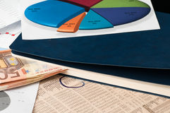 Cherchez un meilleur investissement de marché boursier photo stock