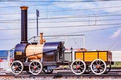 Cherepanovs做的第一辆俄国蒸汽机车的模型 免版税库存照片