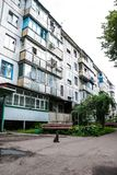 Cherkasy Ukraina - Juni 01, 2013: Bostads- hus på gatan för 106 Chekhov Arkivbilder