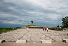 Cherkasy Ukraina - Juni 01, 2013: Monument för krig` s på kullen av härlighet Royaltyfri Foto