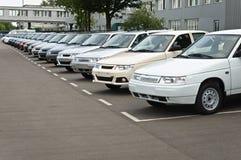 Cherkasy Ukraina, Maj, - 29, 2012: Nowy, ostatnio pochodzący od konwejerów samochodów stoi z rzędu Obrazy Stock