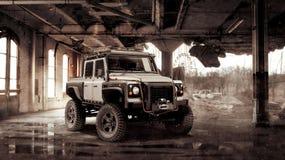 Chernóbil, Ucrania 31 de agosto de 2012: Aterrice a Rover Defender adaptado para la apocalipsis del zombi en un edificio destruid Imagen de archivo