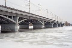 Chernavskiy przerzuca most, Voronezh, zima miastowy krajobraz, kopii przestrzeń Obraz Royalty Free