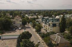 Chernigov, de Oekraïne 15 augustus, 2017 Kleine gebouwen en straten Mening vanaf de hoge bovenkant stock afbeeldingen