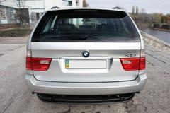 Chernigov Ukraina - November 8, 2017 Gr? av-v?g bil BMW X5 arkivbilder