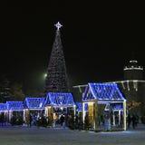 Chernihiv, Ucrania - 21 de diciembre de 2018: Árbol del Año Nuevo en el centro de ciudad fotografía de archivo libre de regalías