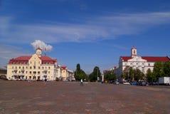 CHERNIHIV, UKRAINE - 30. JUNI 2015: Roter Platz in der Mitte von Lizenzfreie Stockfotos