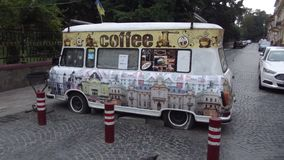 Chernivtsi-Kaffee auf Rädern stockbild
