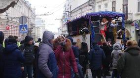 Chernivtsi - l'Ukraine - 15 janvier 2018 les jours annuels traditionnels du festival folklore-ethnographique Malanka de Noël banque de vidéos
