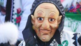 Chernivtsi - l'Ukraine - 15 janvier 2017 Les jours annuels traditionnels du festival folklore-ethnographique Malanka de Noël banque de vidéos