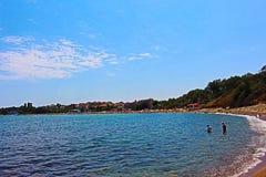 Chernomorets - a costa búlgara no verão de 2017, turistas do Mar Negro, beleza, paisagens Foto de Stock