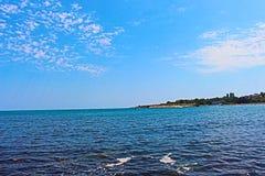 Chernomorets - la costa bulgara di Mar Nero in estate di 2017, mare blu e cielo, bellezza, paesaggi Fotografia Stock