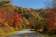 Cherohala Skyway in October. Cherohala Skyway crosses the boundaries of the Cherokee and Nantahala National Forests, leading to the name Cherohala, a combination Stock Photos