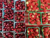 Cherries and strawberries in baskets for sale at farmer's market Royalty Free Stock Photography